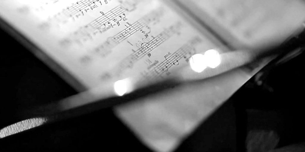 muzeum-pragi-smyczka-nuty-muzyka-skrzypce-1920x960-1-1024x512
